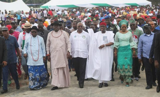 Delta State Governor, Senator Ifeanyi Okowa (3rd right); his wife, Dame Edith (2nd right); former Governor, Chief James Ibori (3rd left); Immediate Past Governor of Delta State, Dr. Emmanuel Uduaghan (2nd left); Senator James Manager (left); Deputy Governor of Delta State, Barr. Kingsley Otuaro (2nd left); Speaker, Delta State House of Assembly, Rt. Hon. Sheriff Oborevwori (right) and Other's, during the Official Commissioning of Isoko Unity House by Oleh Roundabout, Delta State.