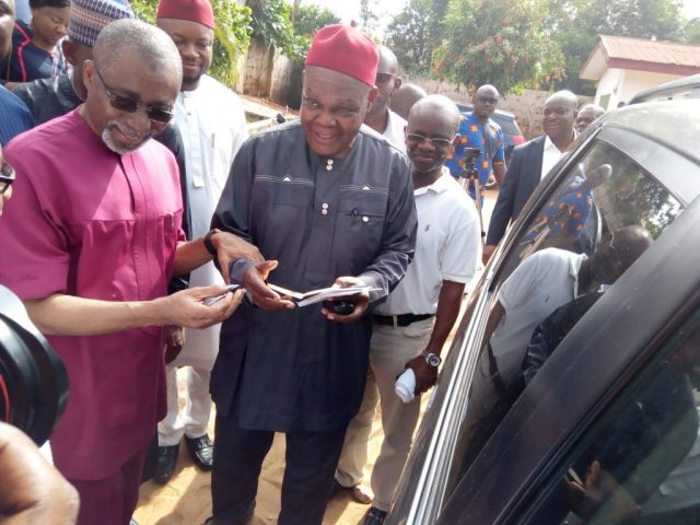 Car and Cash donation by Prince Ibe Uzoma to the Issele-Uku Electricity Committee