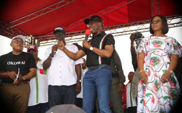 Delta State Governor, Senator Ifeanyi Okowa (2nd right), his wife, Dame Edith Okowa (right), the State Peoples Democrartic Party (PDP) Chairman, Barr. Kingsley Esiso (2nd left), and the campaign organization, Hon Funkekeme Solomon, during the State PDP 2019 General Elections Campaign at  Obiaruku, Ukwuani LGA