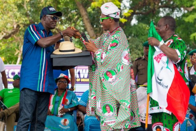 Rt. Hon. Osanebi Donates Cars to PDP Campaign Council