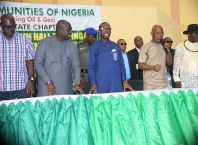 Delta State Governor, Senator Ifeanyi Okowa (3rd left), State PDP Chairman, Kingsley Esiso (left), Chairman, Isoko South Local Government Council, Hon Itiakor Ikpokpo (2nd left) , Chairman, Host Communities (Producing Oil and Gas), Delta Chapter, Evang. Gabriel Isibeluo (2nd right), and the President General, Isoko Development Union, Chief Anamade Idu, during during a mega Town Hall meeting organised by HOSTCOM at Isoko Unity Hall, Oleh roundabout, Isoko South LGA.