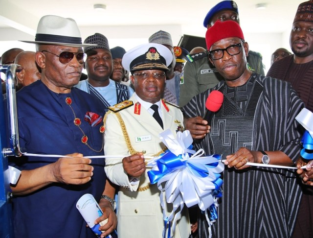 Delta State Governor, Senator Ifeanyi Okowa (right); Deputy Governor of Bayelsa State, Admiral John Jonah (left); Chief of Naval Staff, Vice Admiral Ibok-Ete Ekwe Ibas (middle) and Other's, during the Commissioning/1st Matriculation of Admiralty University of Nigeria.
