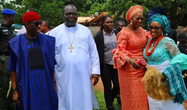 Delta State Governor, Senator Ifeanyi Okowa (left); his wife, Dame Edith (2ndright); Apostle Christopher Eruemulor (2ndleft) and his wife, Mrs. Mary, during the Funeral Mass of Late Ezinne Gladys Aniagwu, at St' John Catholic Church, Ubulu-Unor