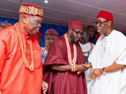 Delta State Governor, Senator Ifeanyi Okowa (right) exchanging pleasantries with the Obi of Abavo Kingdom, HRM Obi Uche Irenuma II, and the Chairman, Delta State Traditional Rulers Council and Obi of Owa Kingdom, Dr. Emmanuel Efizomor II (left), during the 21stOgwa Ika 2019 at Abavo Hall in Ika South LGA.