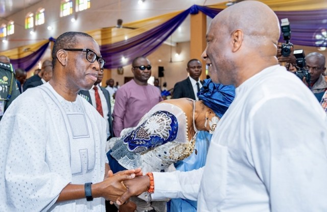 Delta State Governor, Senator Ifeanyi Okowa (left) in handshake with the Chairman/CEO of Air Peace, Mr. Allen Onyema, during the Funeral Service of Late Chief Michael Onyema, Father of the Chairman/CEO of Air Peace, held at Ihiala Local Government Area Mbosi, Anambra State.