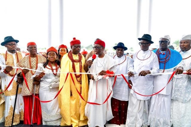 Delta State Governor, Senator Dr. Ifeanyi Okowa (3rd right); former Governor of Delta State, Chief James Ibori (2nd right); His Royal Majesty, Ogurimerime Ukori 1, Ovie of Agbon Kingdom (3rd left); Her Royal Majesty, Queen Eliz Omeru (2nd left); Chairman, Delta State Council of Traditional Rulers, His Royal Majesty, Obi Dr. Emmanuel Efezoumor the II, the Obi of Owa Kingdom (left);  Olokun of Agbon Kingdom, Chief Brodericks Arigbodi (right) and others, during the Official Opening of the Ultra-Modern Palace of Agbon Kingdom.