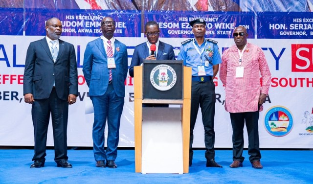 Delta State Governor, Senator Dr. Ifeanyi Okowa(middle); Edo State Governor, Mr. Godwin Obaseki (2ndleft); Inspector-General of Police, Abubakar Adamu (2ndright); Special Adviser to the Governor of Akwa-Ibom State on Security, Mr. Fubara Duke (left) and Special Adviser on Security to the Governor of Bayelsa State, Mr. Boma Jack, during the 2019 South-South Regional Police Security Summit, in Asaba Delta State