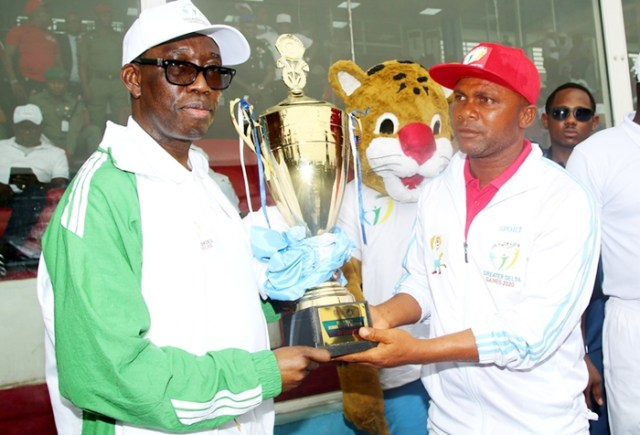 Delta State Governor, Senator Dr. Ifeanyi Okowa (left) presenting the Trophy to the first prize winner, Mr. Ohwofasa Godspower, during Delta State 2020 School Sport Festival Finale, held in Stephen Keshi Stadium Asaba. Wednesday, March 11, 2020