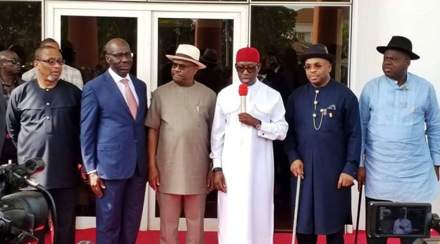 Chairman South South Governors Forum and Governor of Delta State Senator Dr Ifeanyi Okowa (3rd right), Governor Nyesom Wike of Rivers (3rd left), Governor Emmanuel Udom of Akwa Ibom (2nd right), Governor Douye Diri of Bayelsa (right), Godwin Obaseki of Edo (2nd left) and Deputy Governor of Cross River Prof Ivara Esu (left) during the meeting of the South South Governors Forum meeting at Government House Asaba