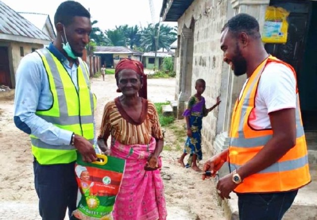 Okowa's Aide, Oghale Igbrude (left) Distributing Covid-19 Relief Materials