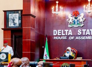 Delta State Governor, Senator Dr. Ifeanyi Okowa (left) and Speaker, Delta State House of Assembly, Rt. Hon. Sheriff Oborevwori (right) during the presentation of the 2021 Delta Budget/ Appropriation Bill to the House by the Governor on Tuesday, October 27, 2020. (Pics: twitter.com/@iaokowa)