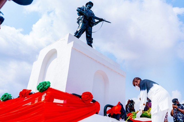 Delta Governor, Senator Dr. Ifeanyi Okowa, laying a Wreath in honour of the fallen Heroes during the 2021 Armed Forces Remembrance Day celebration at the Cenotaph, Asaba on Friday, January 15, 2021