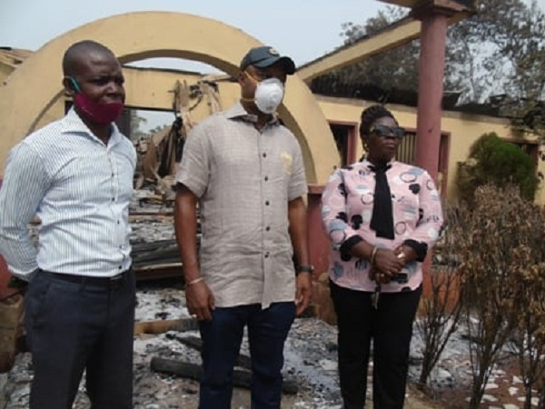 Hon Emeka Nwaobi (center) during an inspection tour of the Burnt Issele-Uku High/Magistrate Court Complex
