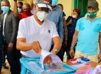 Delta Governor, Senator (Dr) Ifeanyi Okowa, casting his vote during the State Local Government Elections at Unit 3, Ward 3,Owa-Alero in Ika North East LGA on Saturday, March 6, 2021. (Pix: Bripin Enarusai)