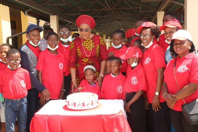 Wife of the Delta State Governor and founder, O5 Initiative, Dame Edith Okowa (Middle) and some sickle cell patient cutting the cake to celebrate the 2021 World Sickle cell day held at the Delta State Sickle cell Referral Centre, Asaba Specialist Hospital Asaba on Saturday, June 19, 2021. (PIX: NORBERT AMEDE)