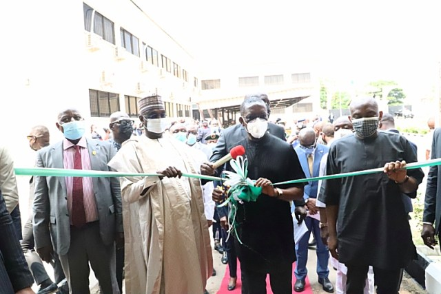 Delta Governor, Senator Ifeanyi Okowa (2nd right); inaugurating the newly built Staff Quarters, clinic, and administrative block for the DSS office in Asaba by the Minority leader and member representing Aniocha/Oshimili Federal Constituency in the House of Representatives, Rt. Hon. Ndudi Elumelu (right). Representative of the Director General, DSS, Mohammed Ngoshe (2nd left); State Director, DSS, Caleb Adebiyi (left) and Others on Wednesday, July 28, 2021.