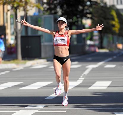マラソン一山麻緒「9番よりも…」踏みこたえ、17年ぶりの8位入賞 - 東京オリンピック [陸上]:朝日新聞デジタル