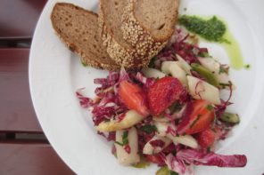 Asparagus, strawberry and radish salad with bread