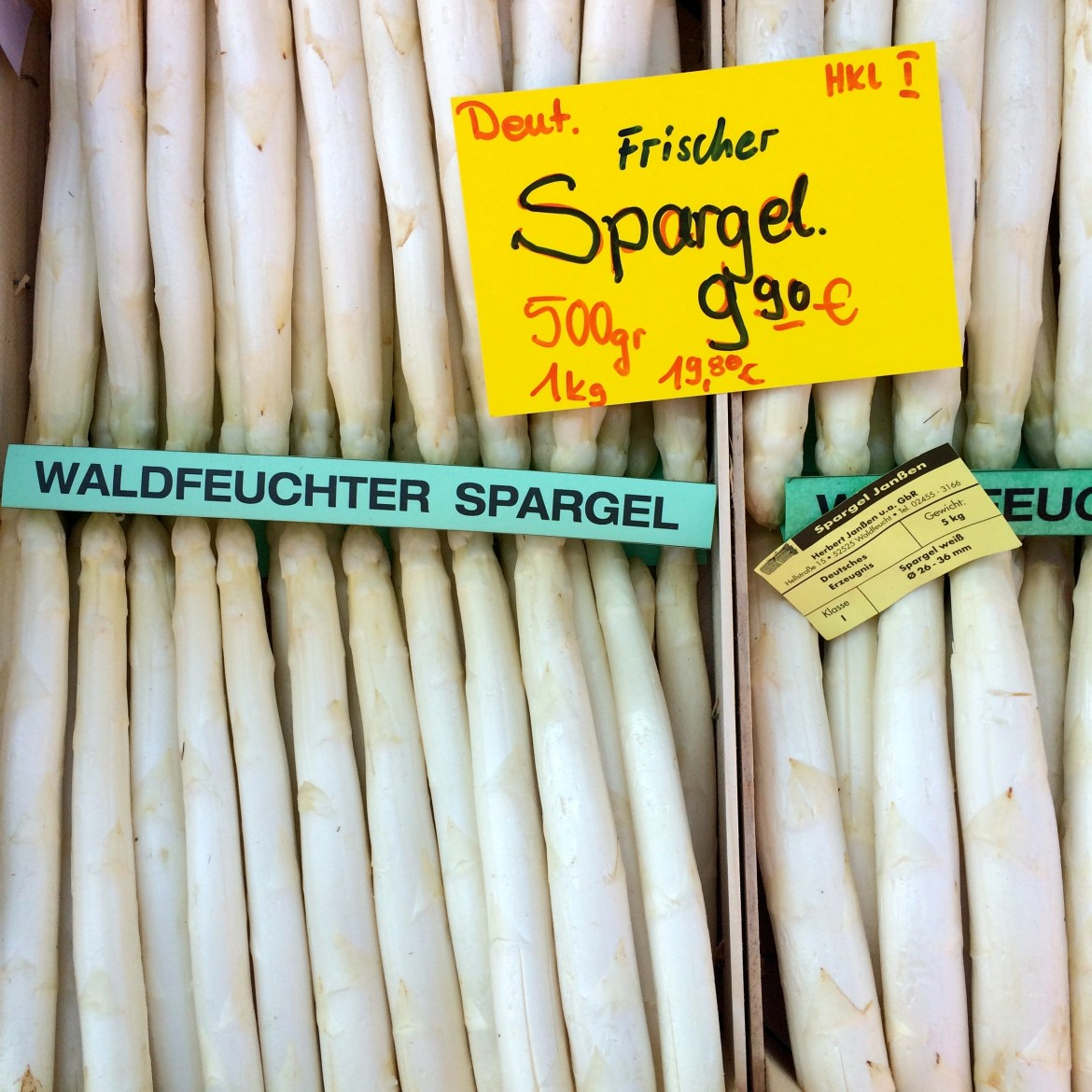 White asparagus at the farmers' market