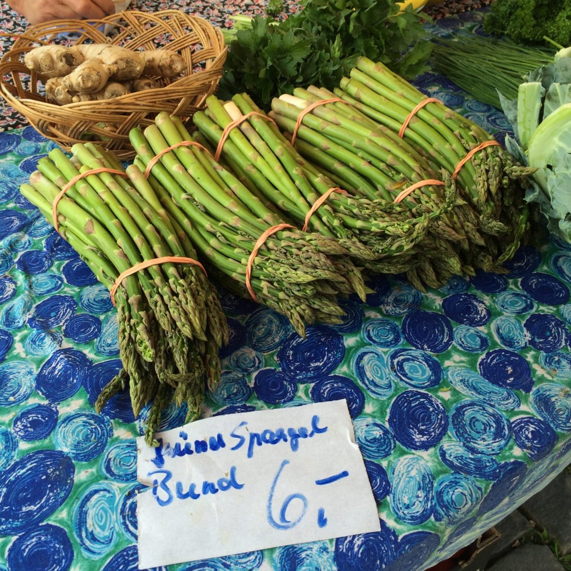 Green asparagus laid out at Speyer farmers' market
