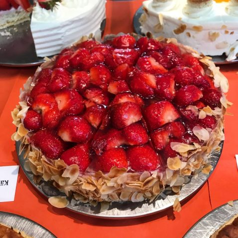 Strawberry cake with almonds at Domäne Mechtildshausen