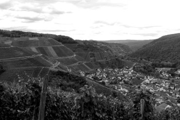 How to support winemakers in the Ahr Valley after the floods: black and white photo of the Ahr Valley