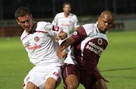 Oliveira in azione nel derby contro il Padova
