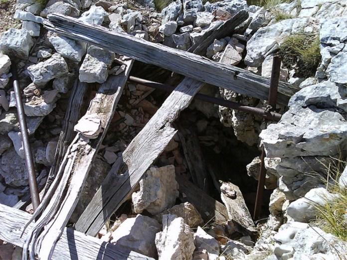 L'ingresso della Grotta della Sibilla a Montemonaco, in provincia di Ascoli
