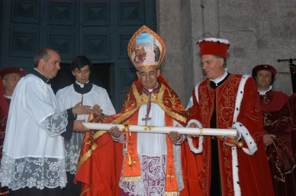 L'offerta dei ceri in occassione della festa di Sant'Emidio, fonte Comune di Ascoli