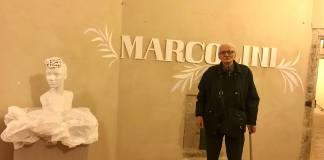 L'artista Marcolini all'inaugurazione della mostra Miles, Ascoli