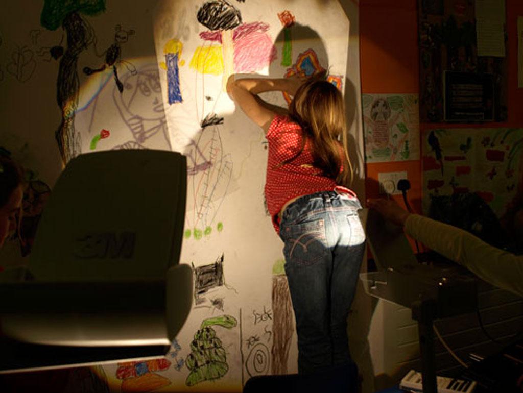 Girl_Drawing