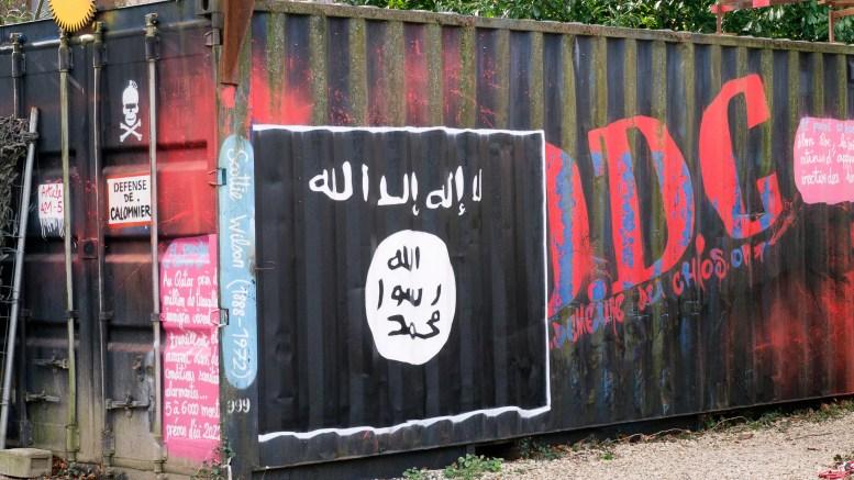 Graffiti bendera ISIS tergeletak di wadah pengiriman