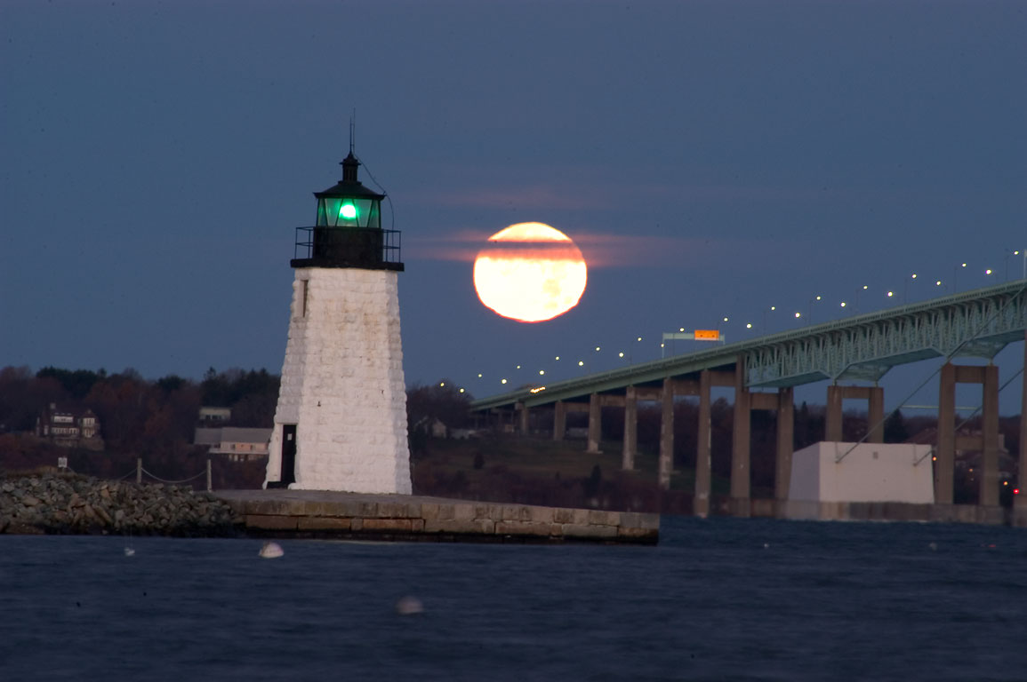 Photo 426 04 Goat Island Lighthouse And Newport Bridge At