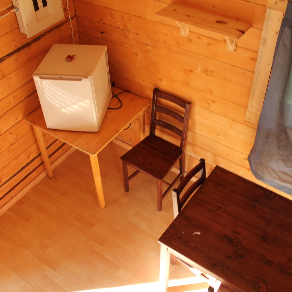 Large cabin interior 4