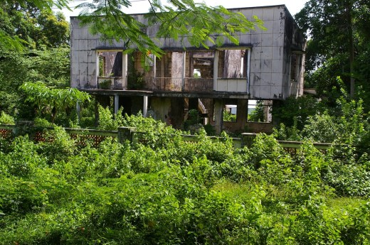 Many crumbling old holiday homes can be seen around Kep