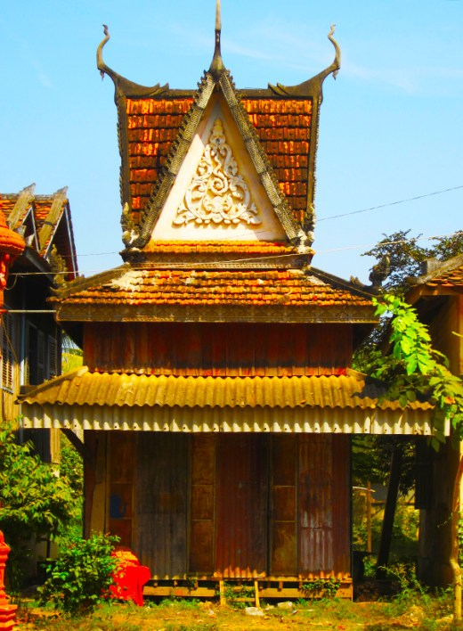 Tiny monks must live in this tiny temple.
