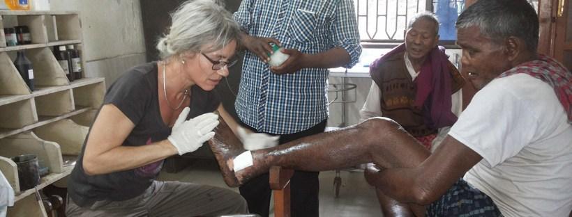 Ursula Kapp in der Karunalaya Leprakrankenstation in Puri, Februar 2016 (Foto: Ashakiran)