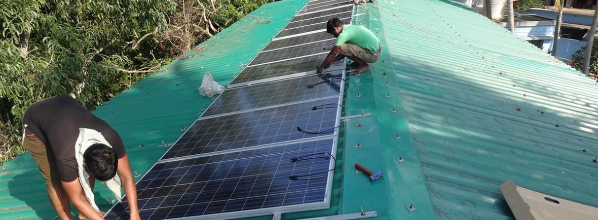 Solaranlage auf dem Dach der Leprastation in Puri (Foto: DESI Technology)