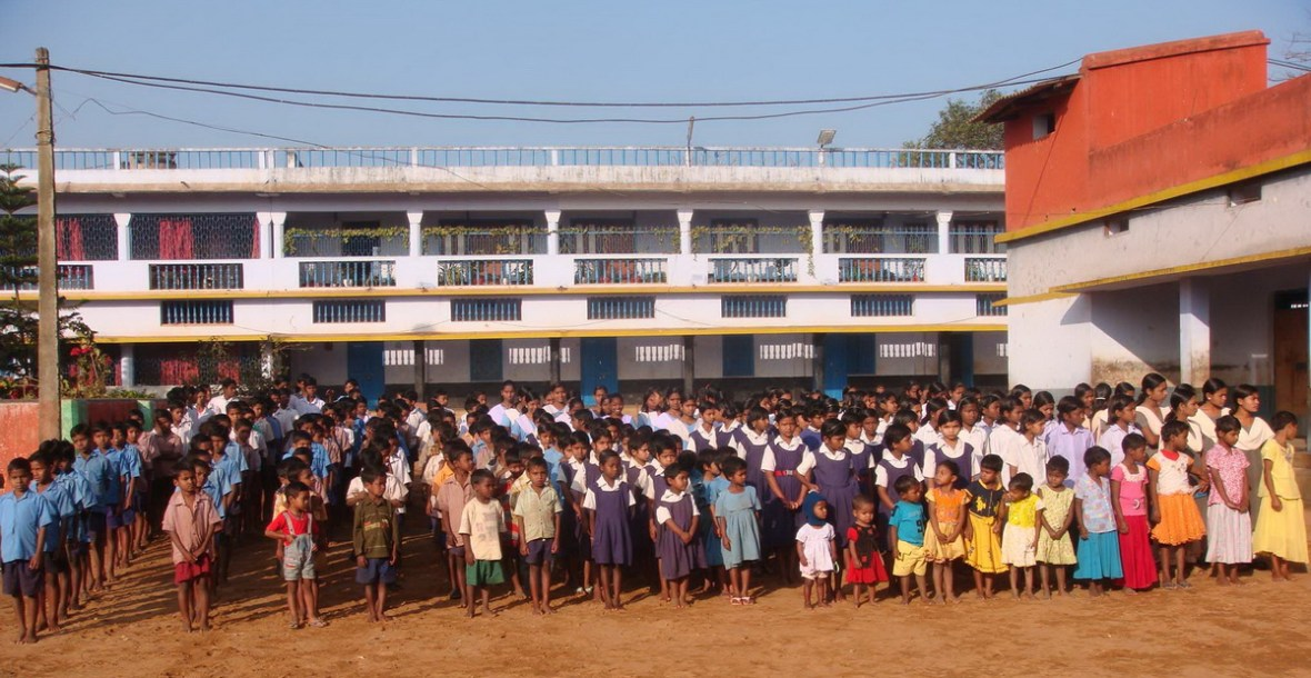 Alle Kinder, die im Banbasi Seva Samiti-Zentrum ein neues Zuhause gefunden haben (Foto: Ashakiran)