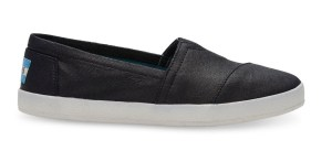 comfortable-shoes-for-travel-toms-avalon-slipons