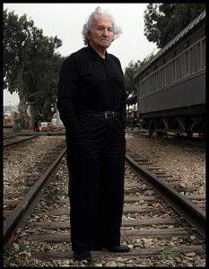 Noah Klieger sur les rails menant à Auschwitz