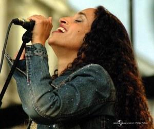 La chanteuse Noa