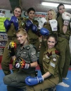 Les candidates au titre de Miss Israel avec leur uniformes (credit photo : Bamahane)