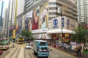 Causeway_Bay_-Hong_Kong_lacroix_moyen