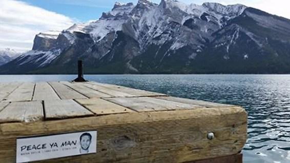 Un sticker à la mémoire du sergent-chef Matan Gotlib au Canada