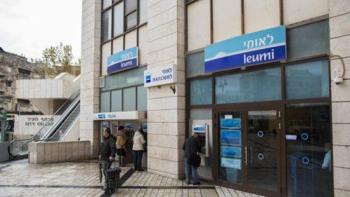timeless design 06c35 6cec8 Pourquoi la banque Leumi demande à ses clients étrangers de fermer ...