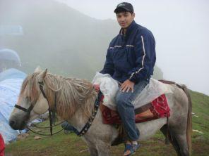 Gosaikunda by horse, from Louribenayak