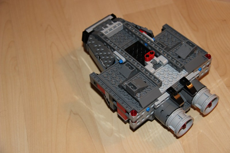 lego_set-75104-kylo-ren-command-shuttle_deplier-les-ailes_modifications-dessous