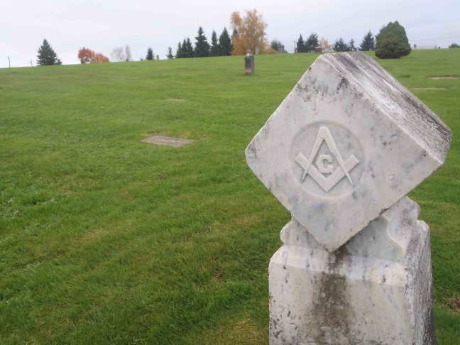 Headstone showing Masonic Square and Compasses in Bowen Road cemetery, Nanaimo, B.C.