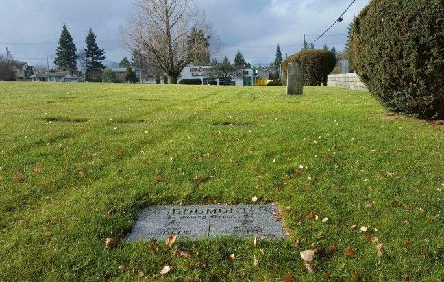 Andrew Doumont & Edith Doumont grave, Bowen Road Cemetery, Nanaimo, B.C.